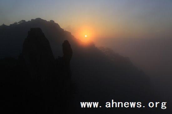 合肥| 黄山风景区现云海佛光美景 - baogaosu.com
