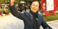 大妈征女儿陪旅游 免费玩三亚并送iphone7 - 安徽网络电视台