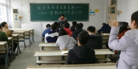 电子光电学生党支部创新形式召开党员大会 - 安徽科技学院