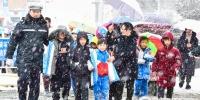 冰雪再袭安徽 警徽在寒风暴雪中闪耀 - 公安厅