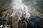 安徽肥东县秸秆焚烧抬头 空气中烟雾缭绕(组图) - 中安在线