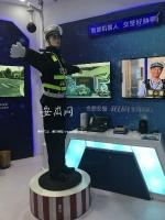 """""""用""""图说:仿真智能交警机器人。 - 安徽网络电视台"""